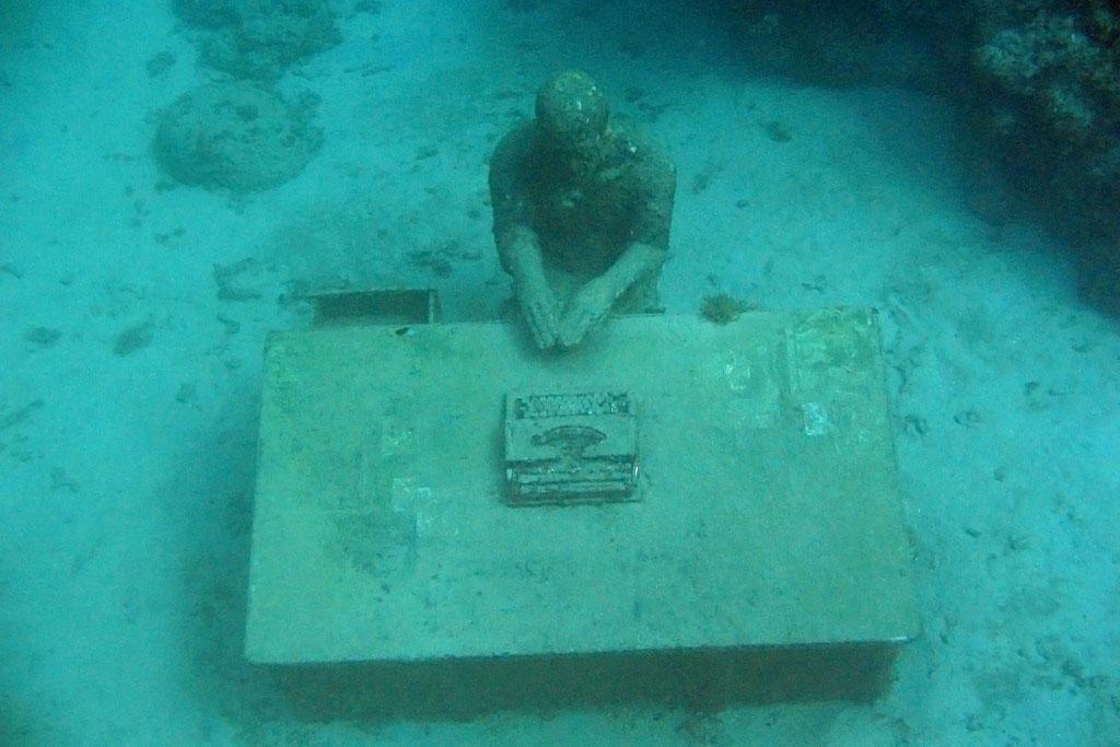 underwater sculpture3 Amazing Underwater Sculpture Park at Moliniere Bay, Grenada