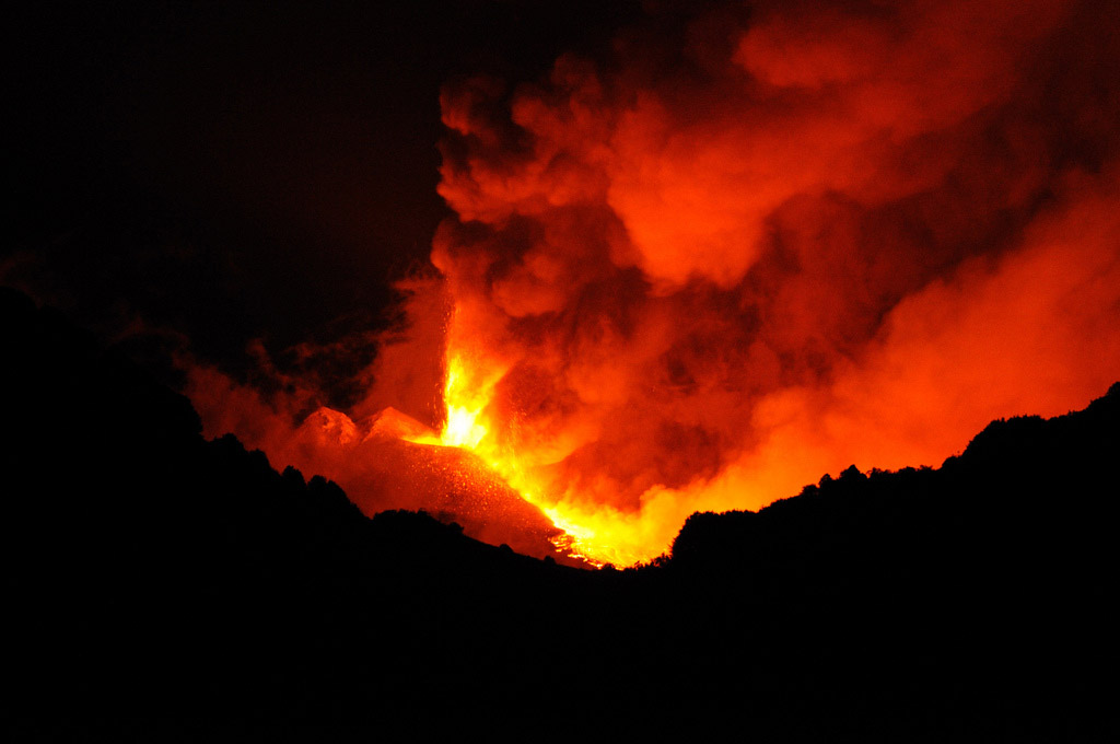 mt etna eruption3 Etna Volcano Eruption 2011