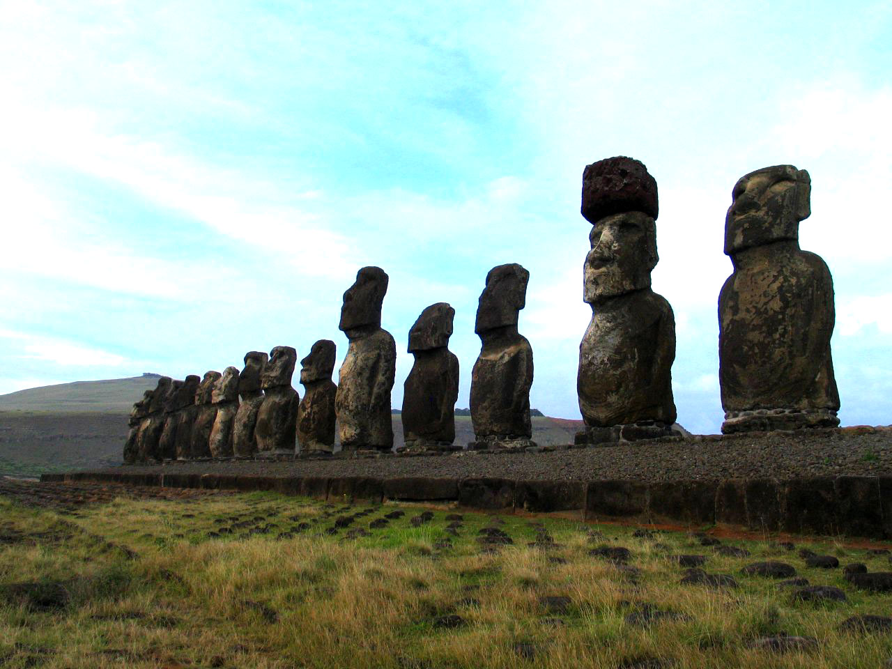 rapa nui1 Gigantic Moai Statues and Heads in Polynesian Easter Island