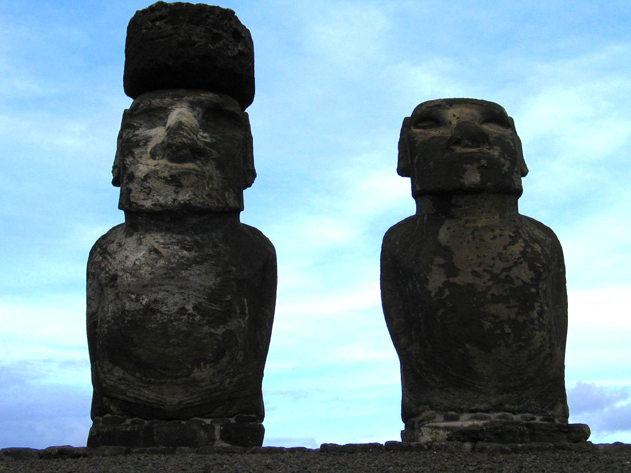 rapa nui11 Gigantic Moai Statues and Heads in Polynesian Easter Island