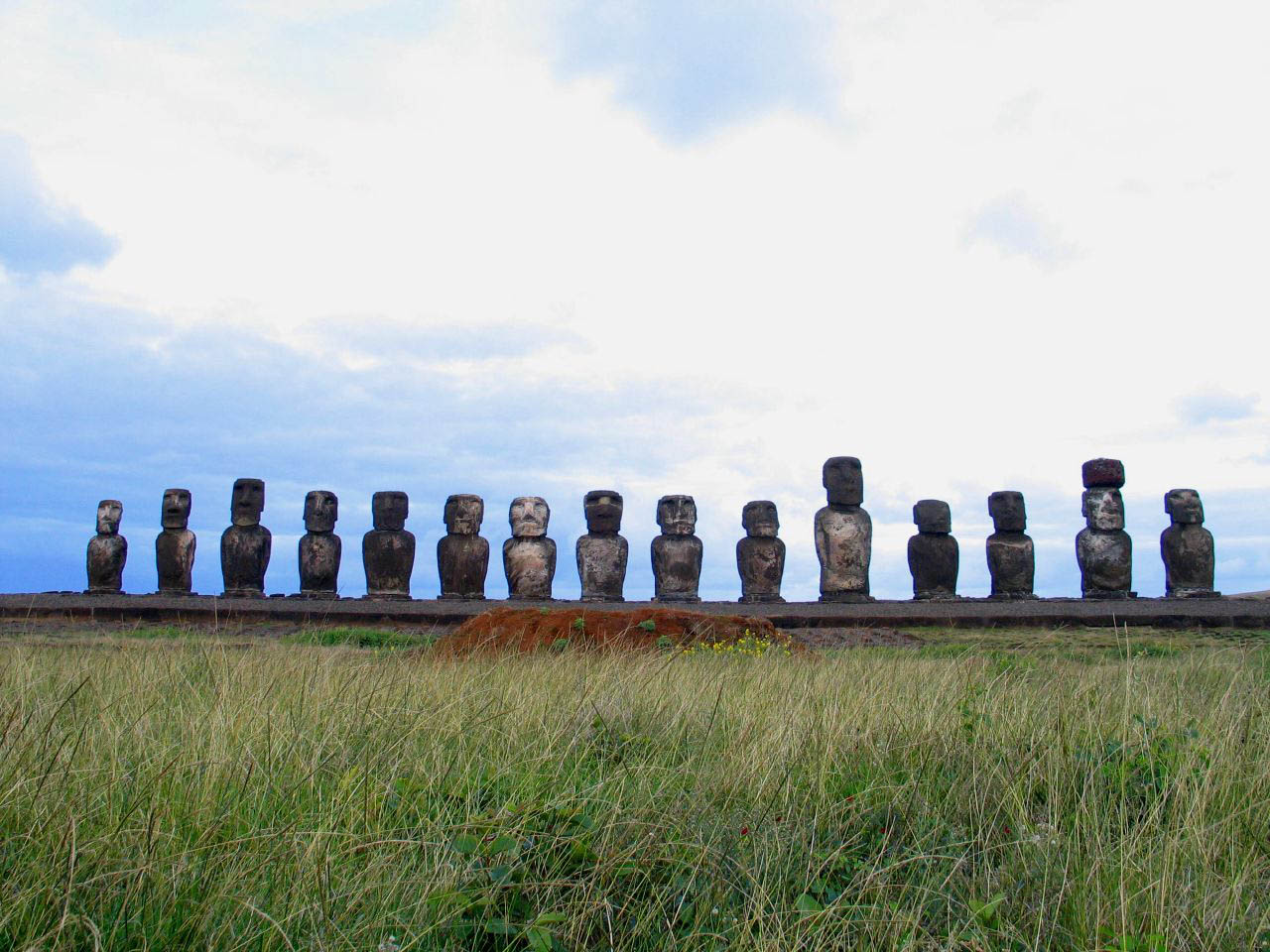 rapa nui12 Gigantic Moai Statues and Heads in Polynesian Easter Island