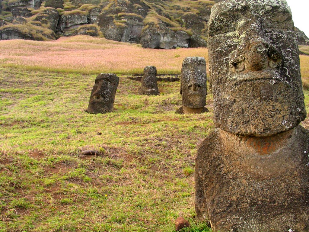 rapa nui5 Gigantic Moai Statues and Heads in Polynesian Easter Island