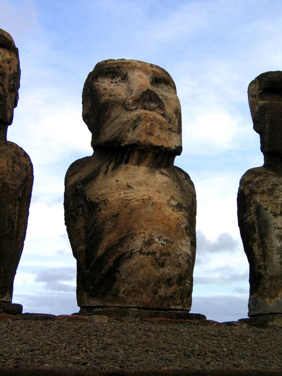 rapa nui9 Gigantic Moai Statues and Heads in Polynesian Easter Island
