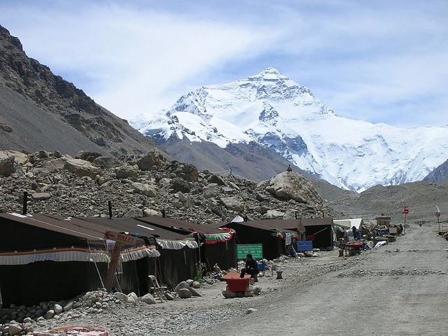 mount everest7 Mount Everest   Highest Mountain and Basecamp in the World