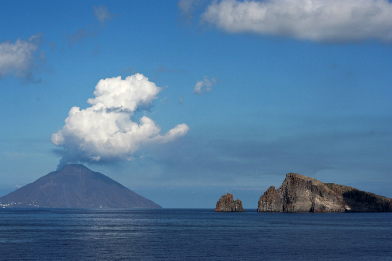 stromboli volcano1 Stromboli   The Most Active Volcano on the Earth