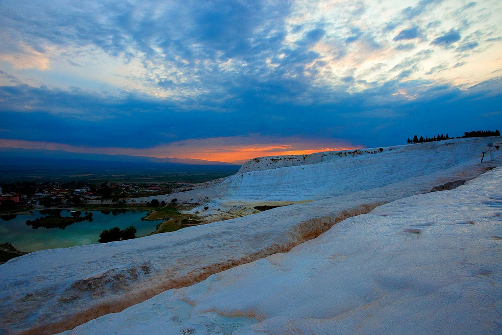 pamukkale1 Sunset in Pamukkale Travertine Terraces, Turkey