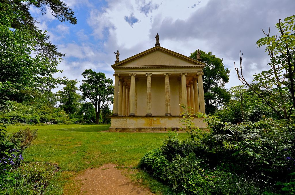 gardens stowe3 The Temple of Concord and Victory at Stowe Park