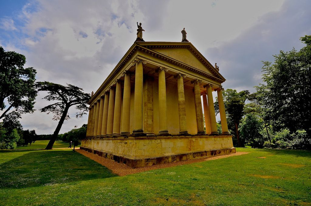 gardens stowe4 The Temple of Concord and Victory at Stowe Park