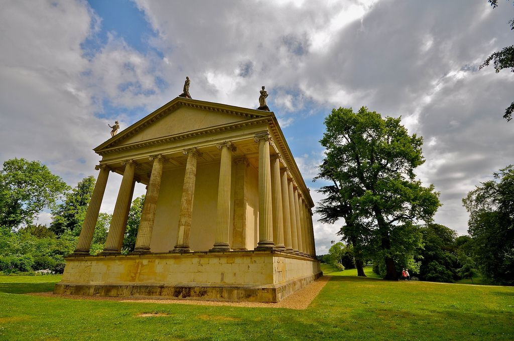 gardens stowe5 The Temple of Concord and Victory at Stowe Park