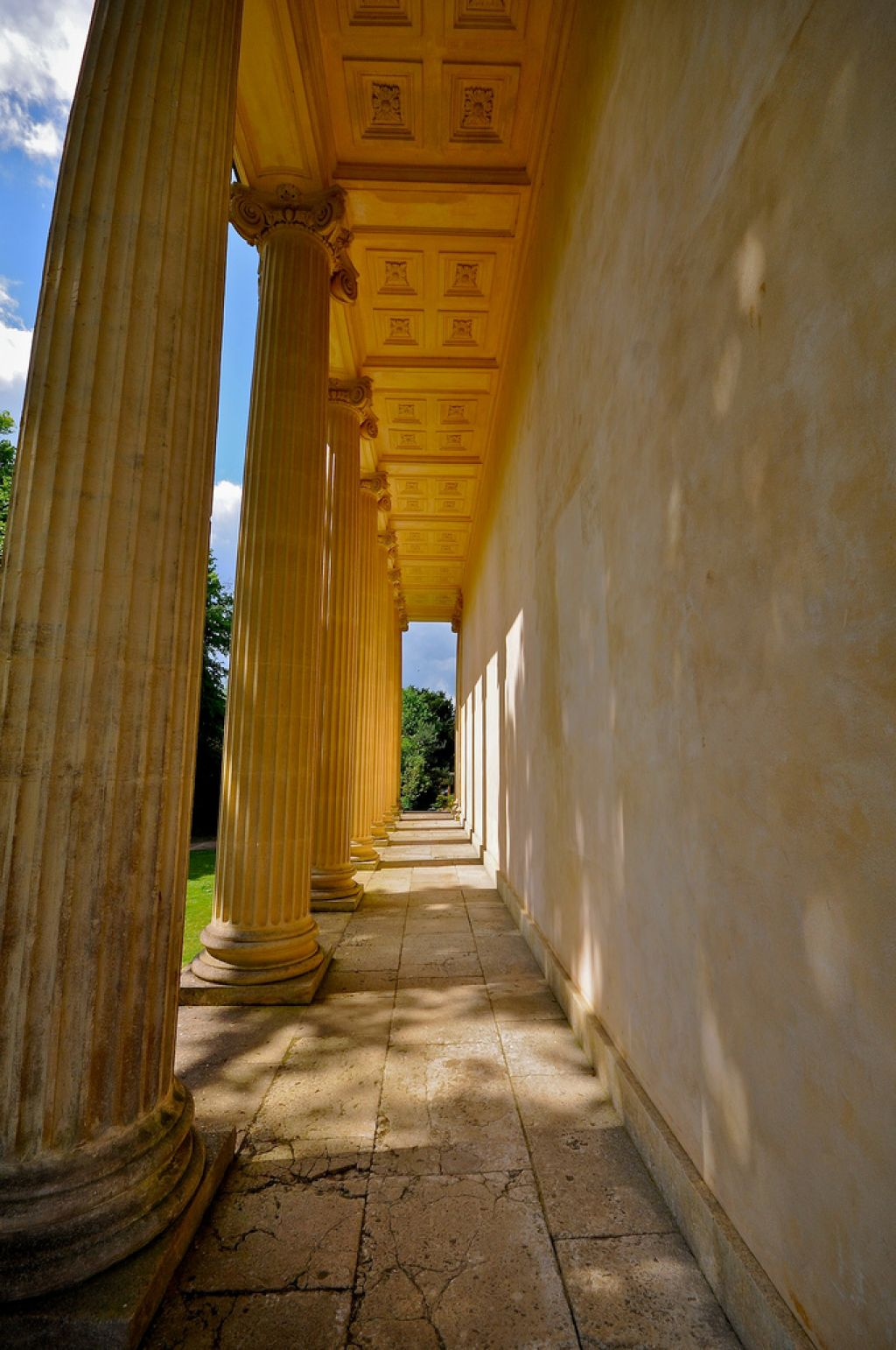 gardens stowe6 The Temple of Concord and Victory at Stowe Park