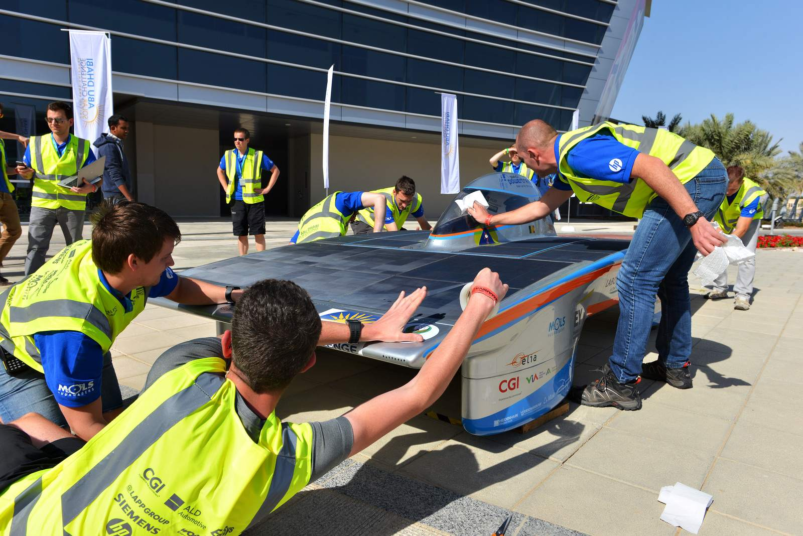 solar challenge7 Abu Dhabi Solar Challenge   Victory for Michigan University Team