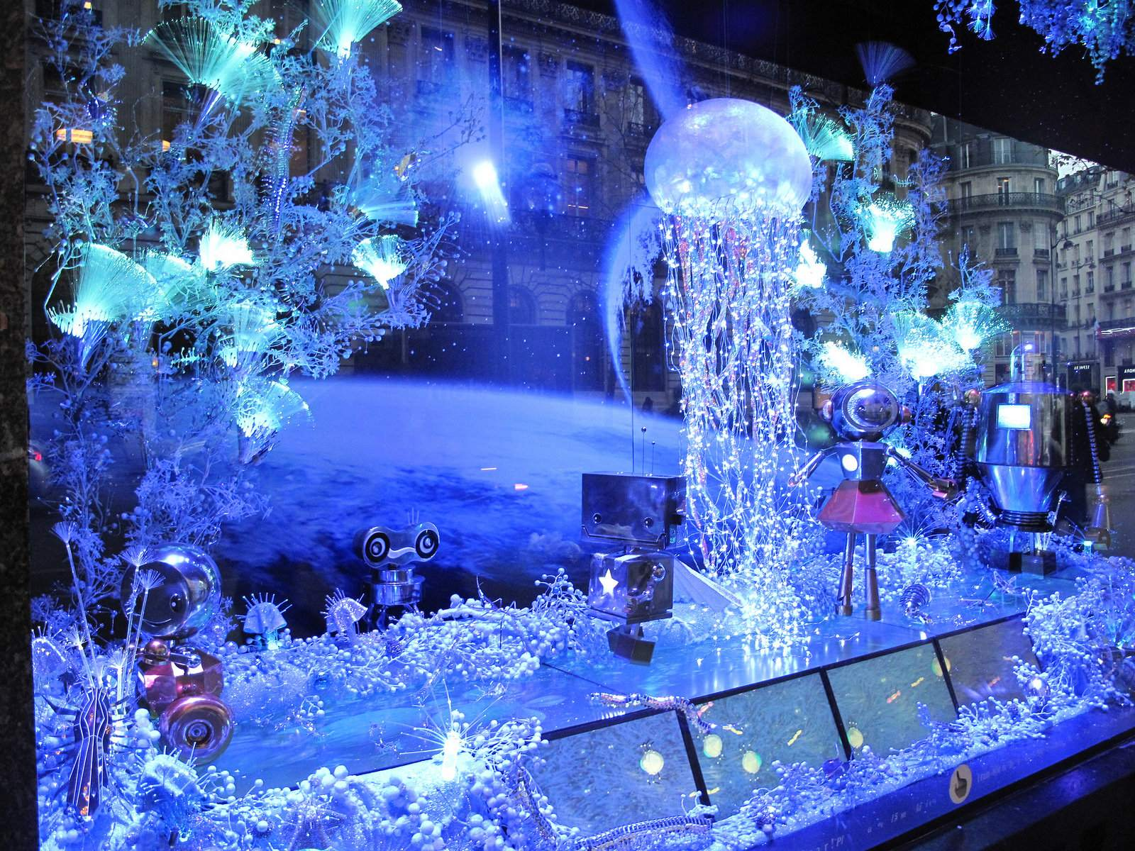 vitrines noel Christmas window displays in Paris