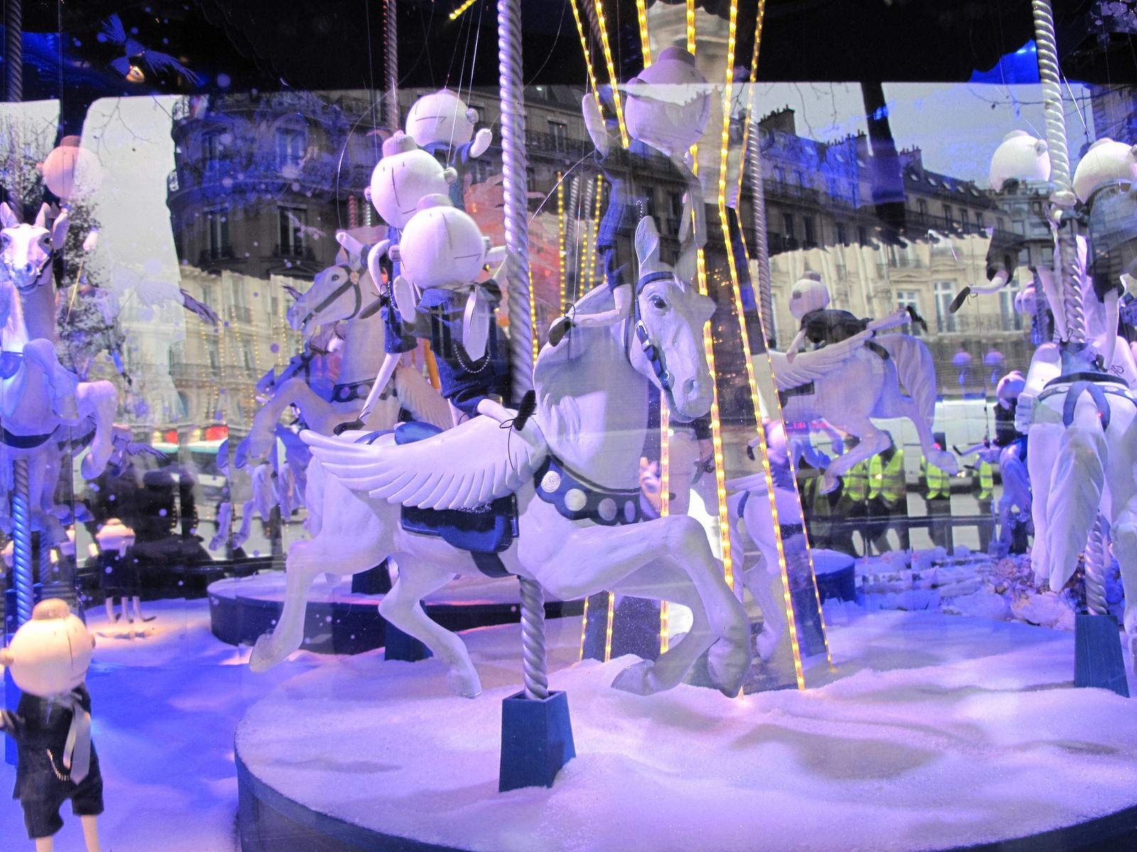 vitrines noel14 Christmas window displays in Paris