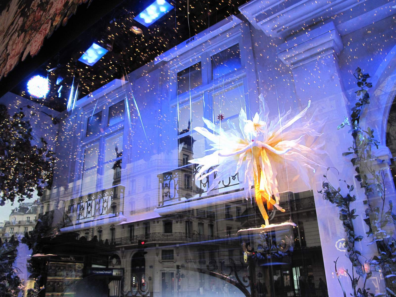 vitrines noel16 Christmas window displays in Paris