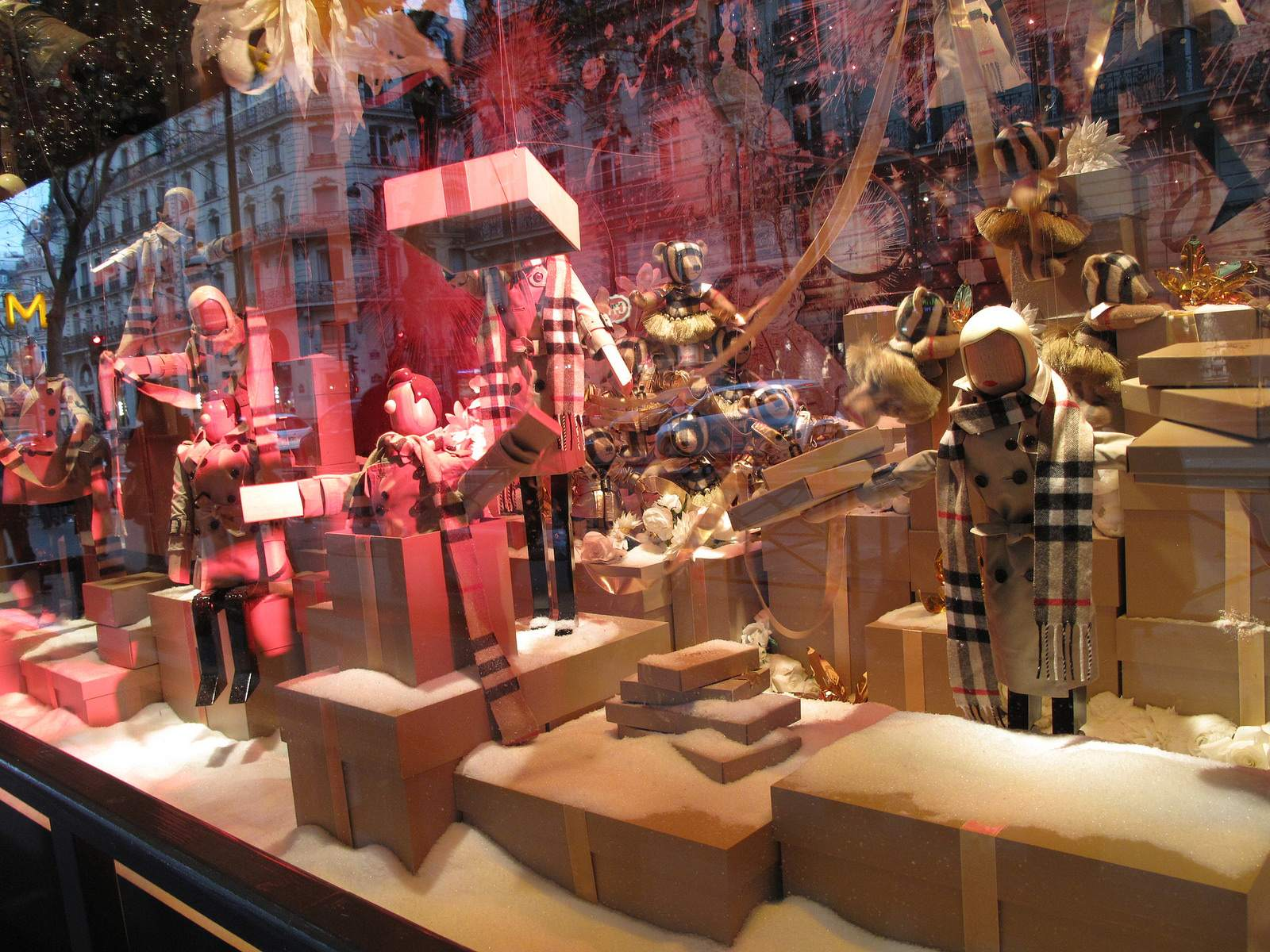 vitrines noel6 Christmas window displays in Paris