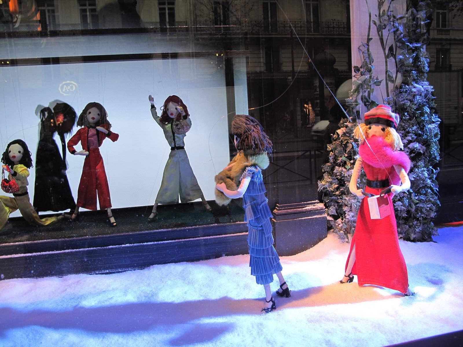 vitrines noel7 Christmas window displays in Paris