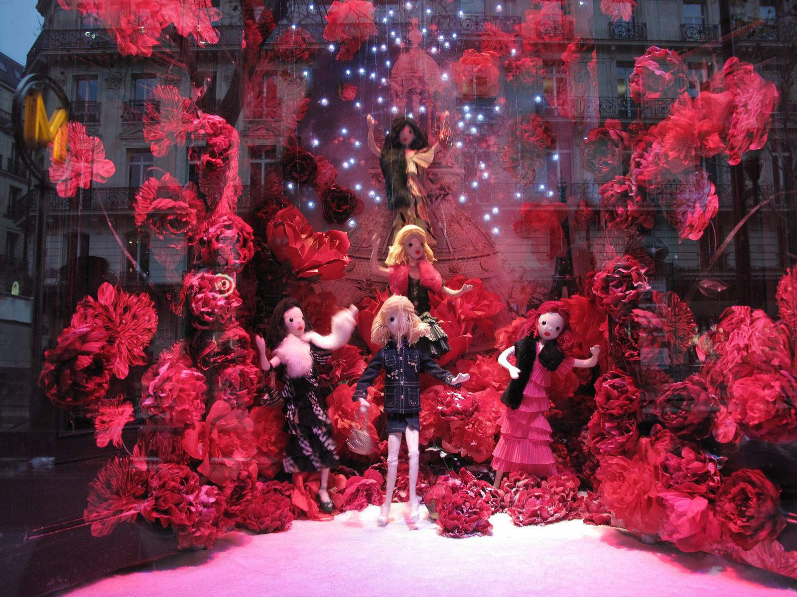 vitrines noel8 Christmas window displays in Paris