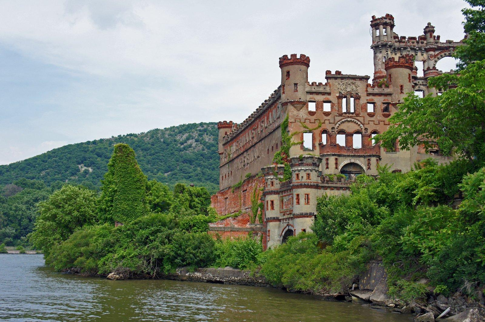 bannerman castle2 Collapsing Bannerman Castle on the Hudson River