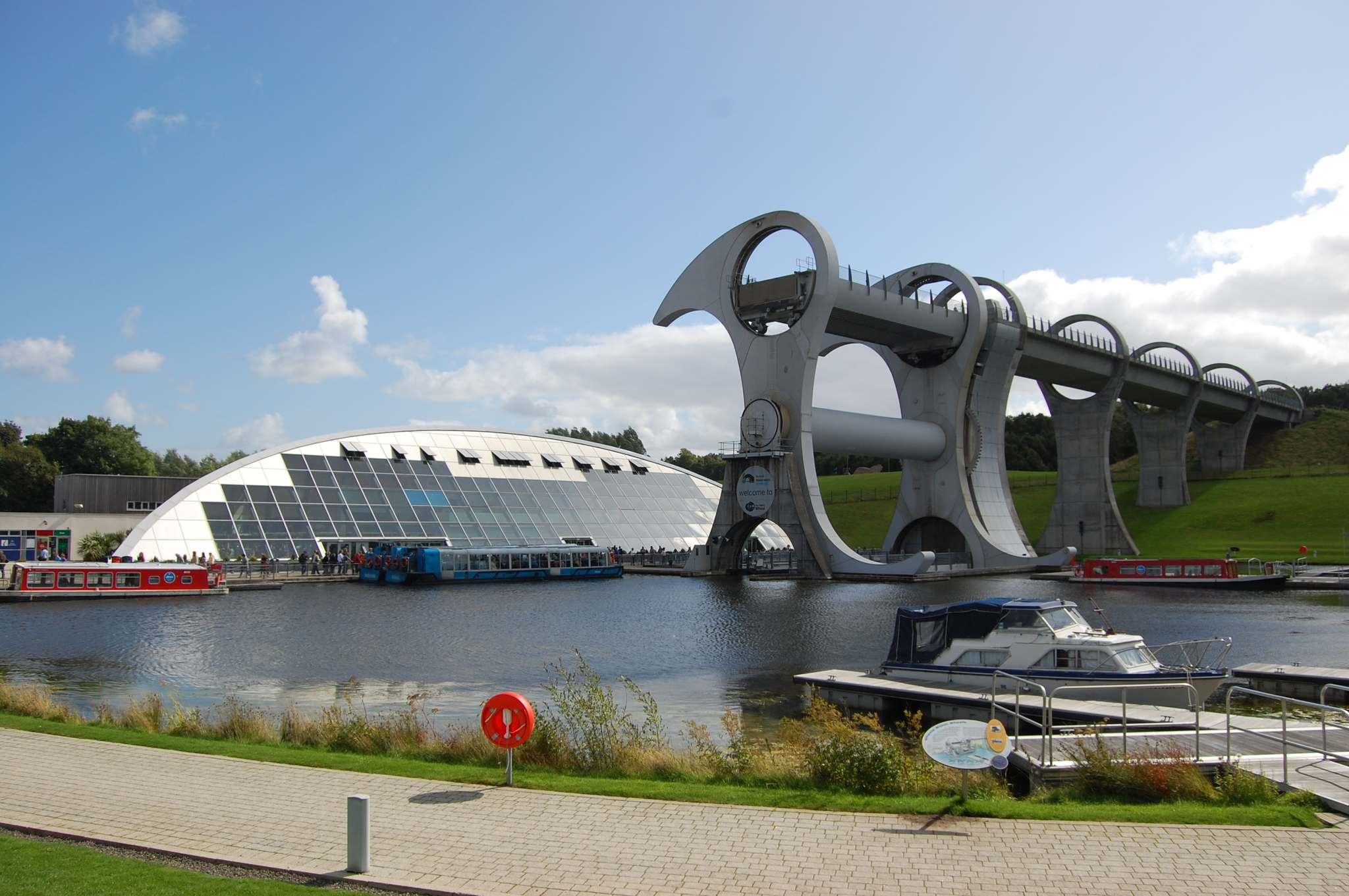 falkirk wheel The Falkirk Wheel   Rotating Boat Lift in Scotland