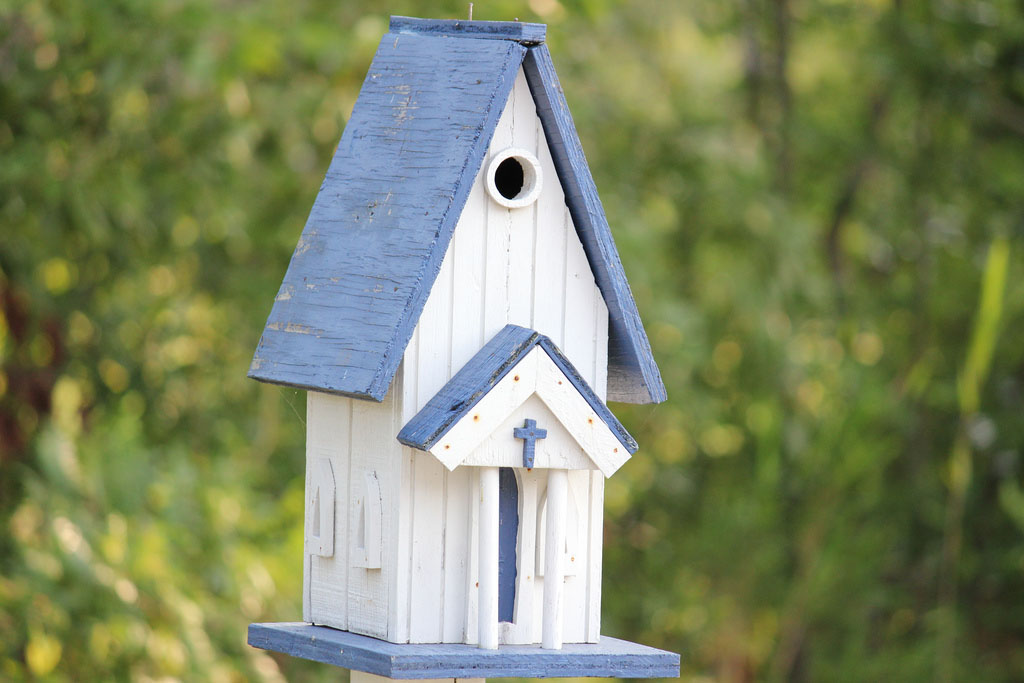 bird house19 Smarten Up Your Garden with Stylish Bird House