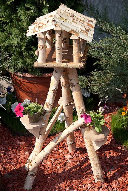bird house3 Smarten Up Your Garden with Stylish Bird House