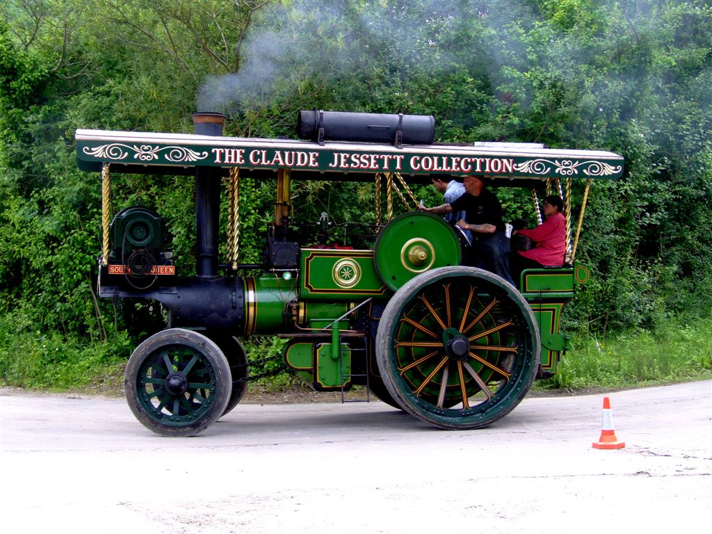 steam power8 Steam Powered Machines on The Road