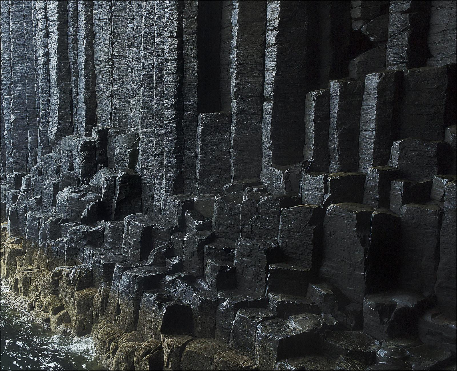 fingal4 Fingals Cave and Staffa Coast, Scotland