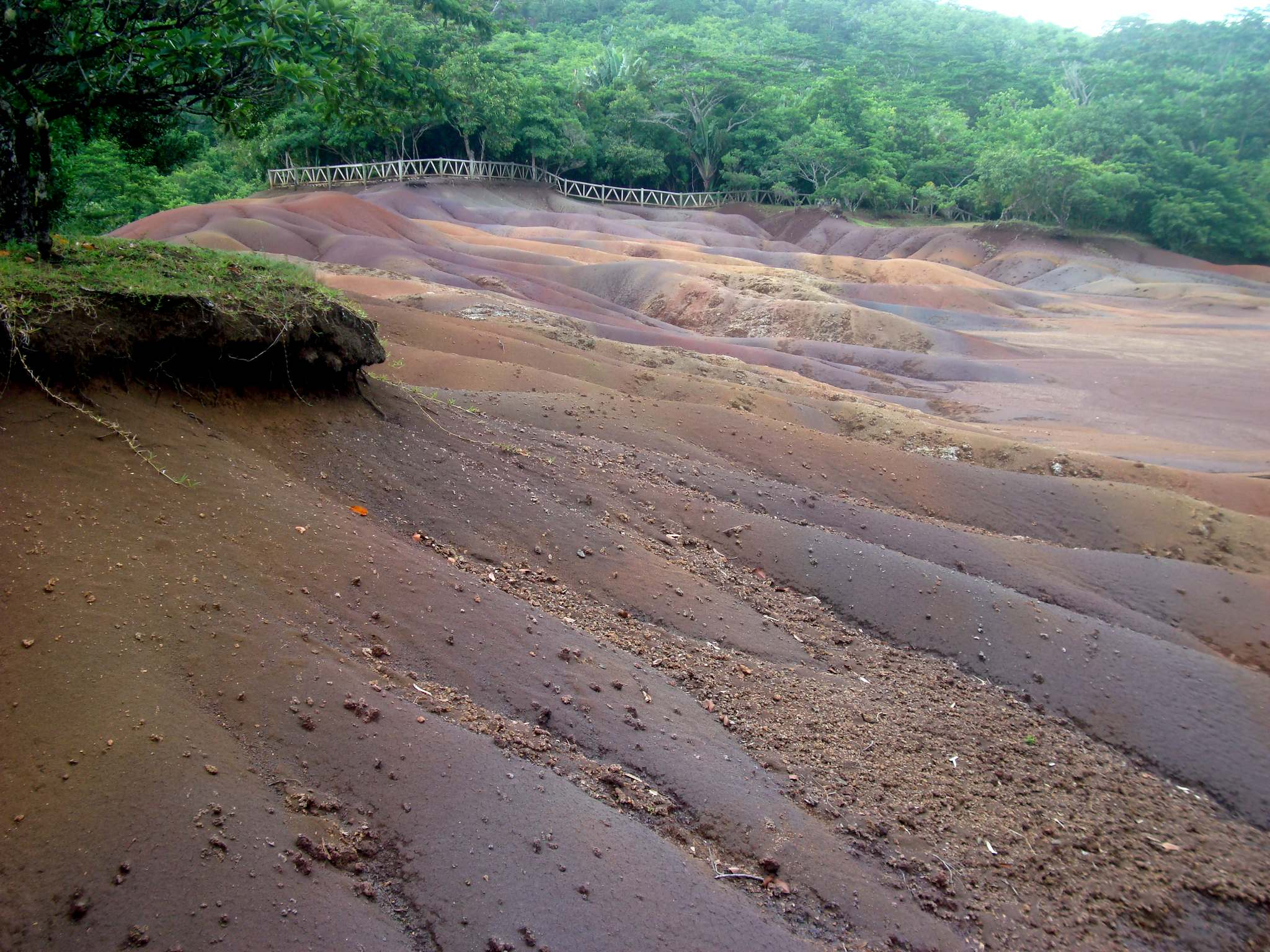seven colours earth2 The Seven coloured earth of Chamarel, Mauritius