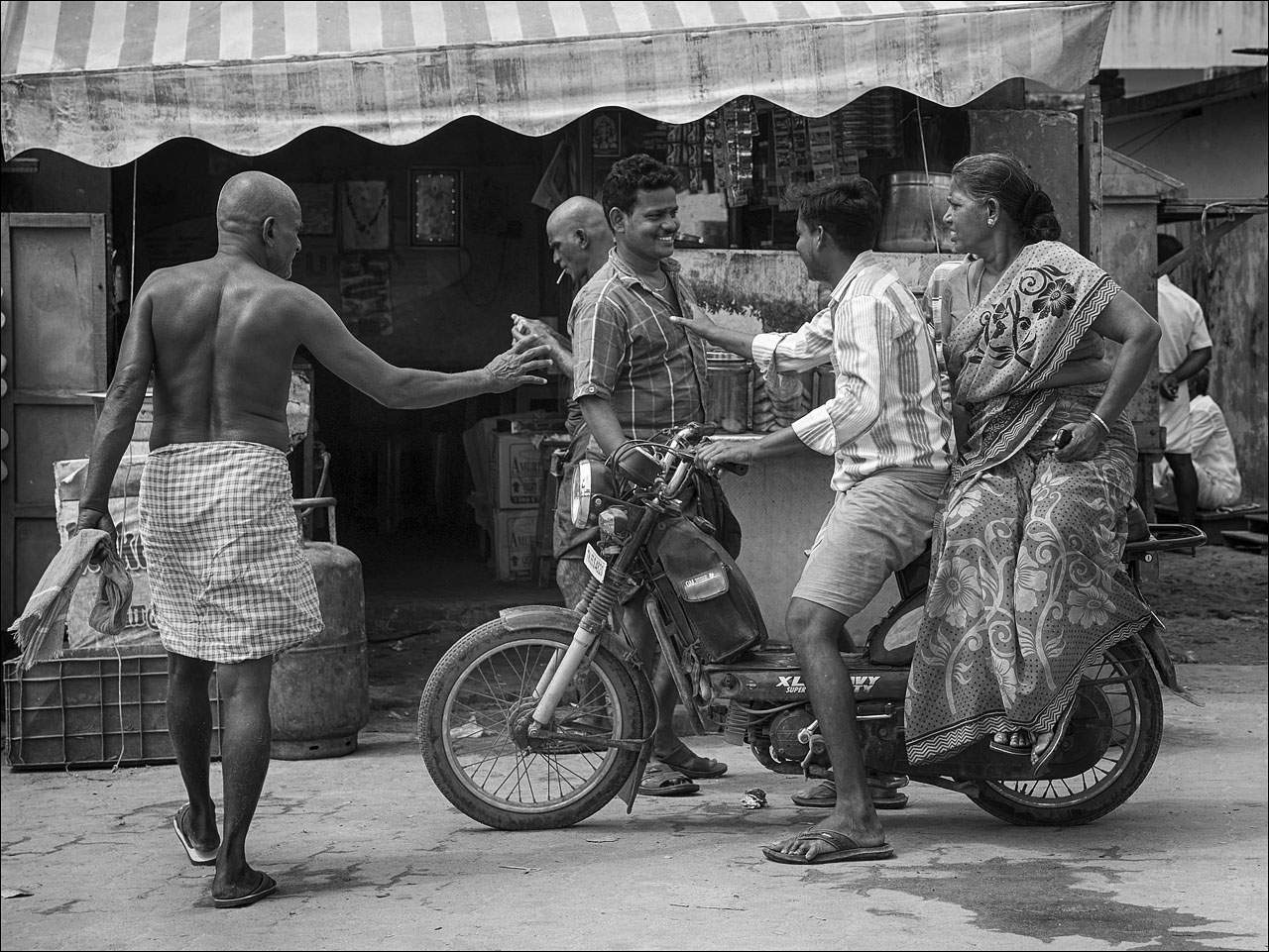 people india12 Daily Life of People in India   Black and White