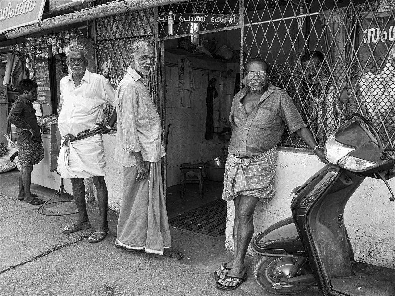 people india2 Daily Life of People in India   Black and White