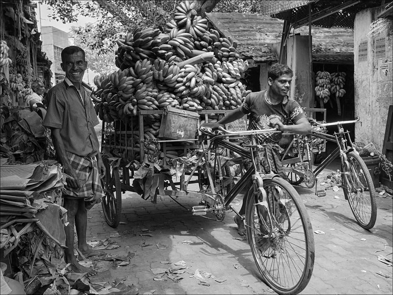 people india7 Daily Life of People in India   Black and White