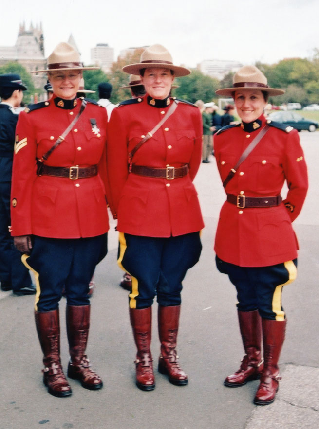 royal canadian mounted police10 The Royal Canadian Mounted Police (Mounties)