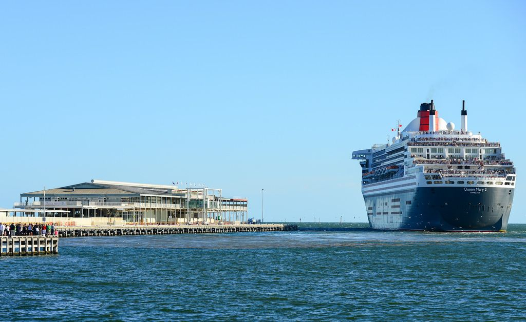 queen mary 21 The Queen Mary 2   An Ocean Liner in Port Melbourne