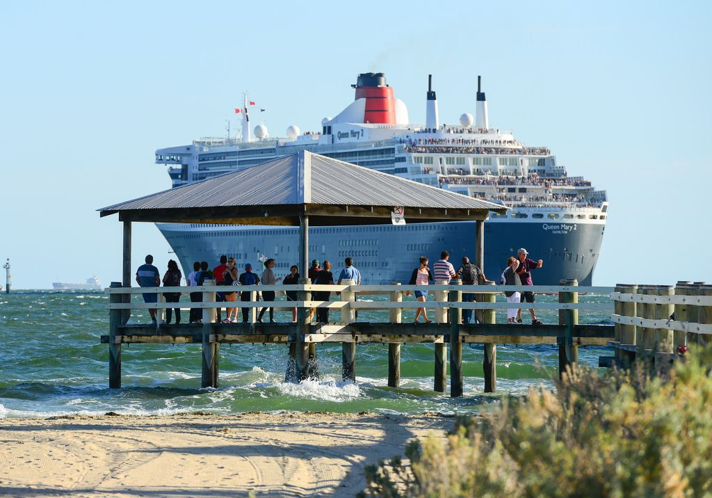 queen mary 25 The Queen Mary 2   An Ocean Liner in Port Melbourne