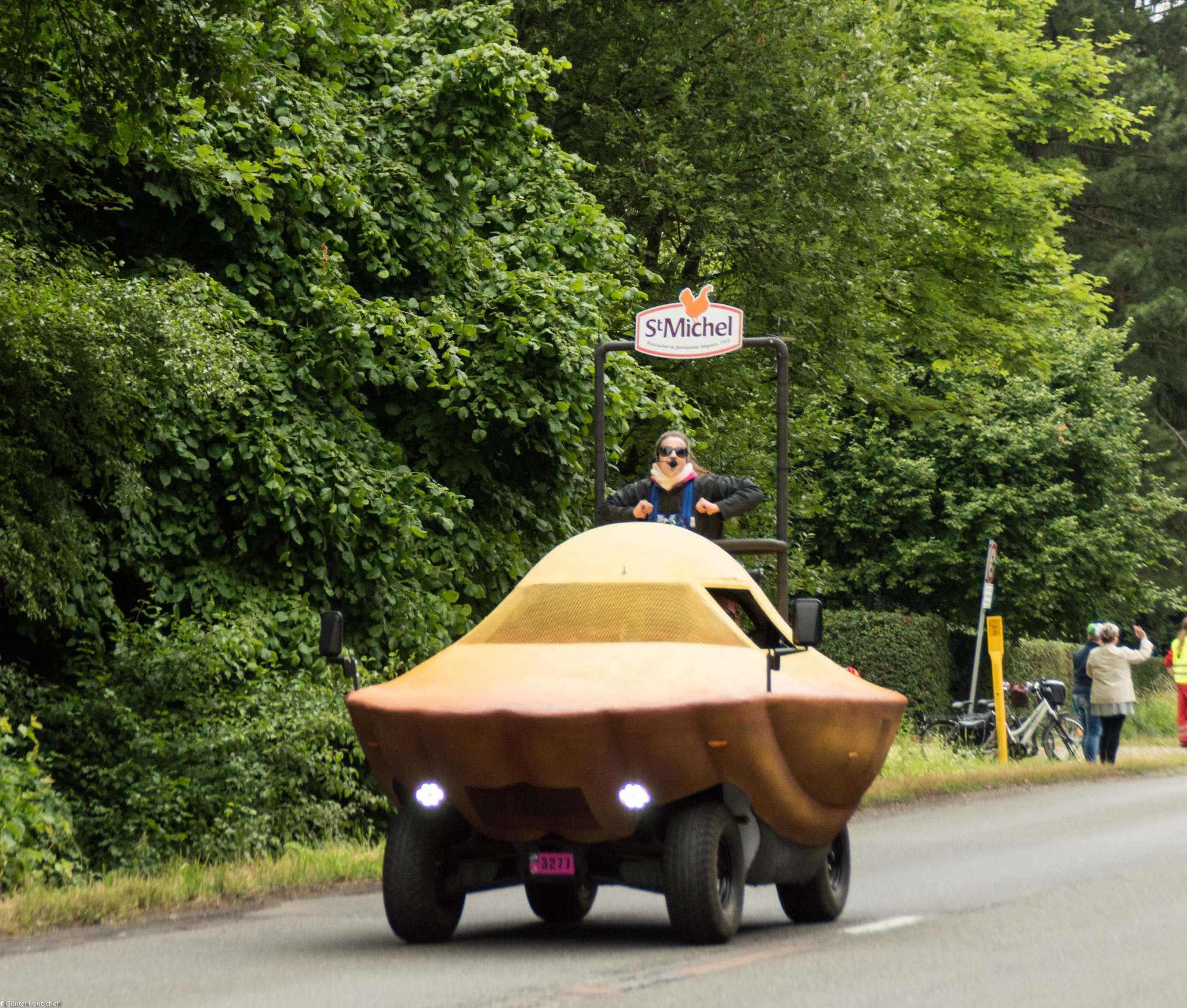 le tour18 Caravan Before the Start of the Tour de France   Dusseldorf