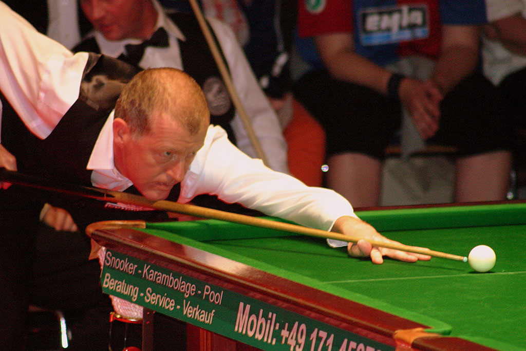 steve davis7 Snooker Legend Steve Davis at Crucible Theatre