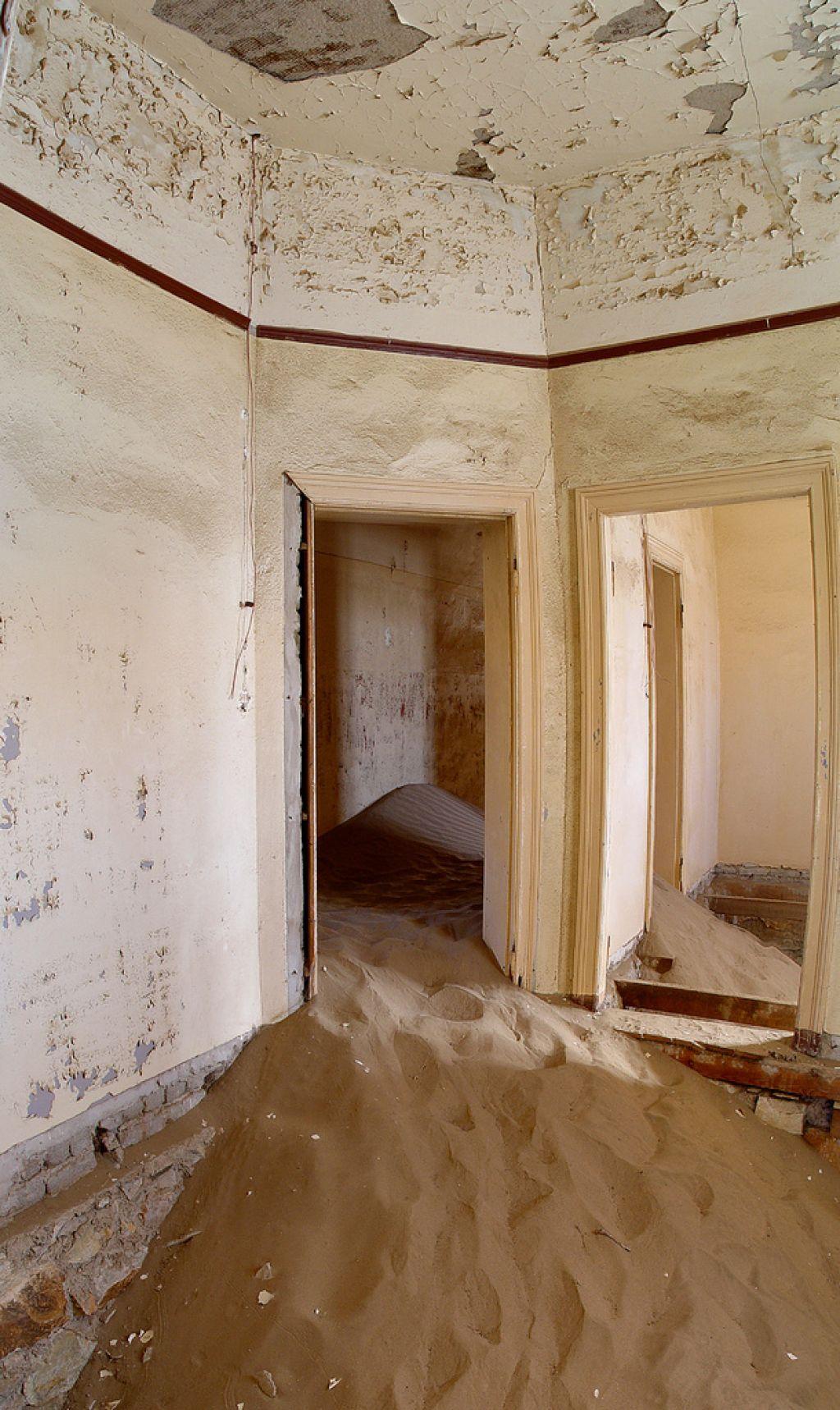 kolmanskop14 Abandoned Kolmanskop Ghost Town in Namibia