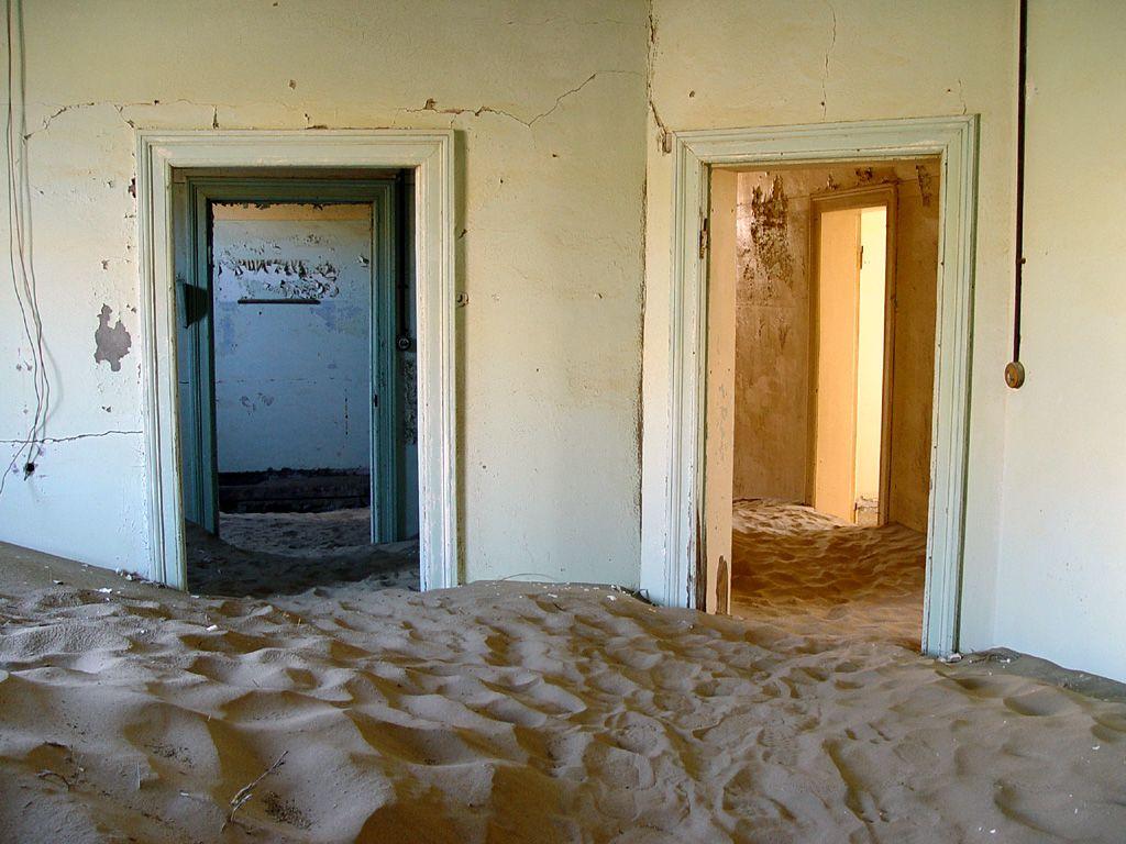 kolmanskop8 Abandoned Kolmanskop Ghost Town in Namibia