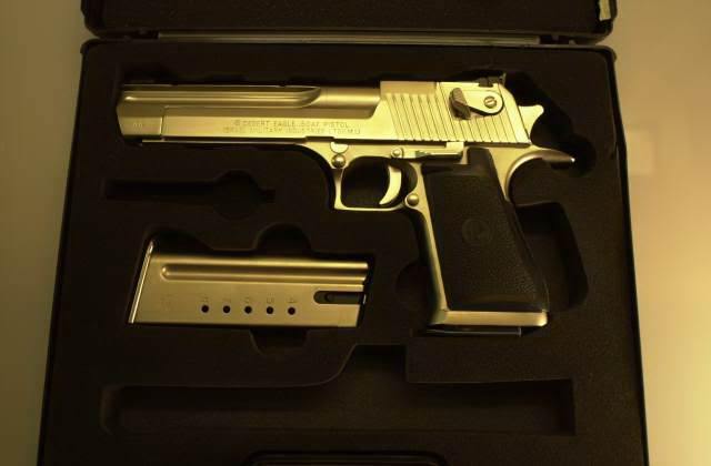 gold desert eagle2 Gold Desert Eagle