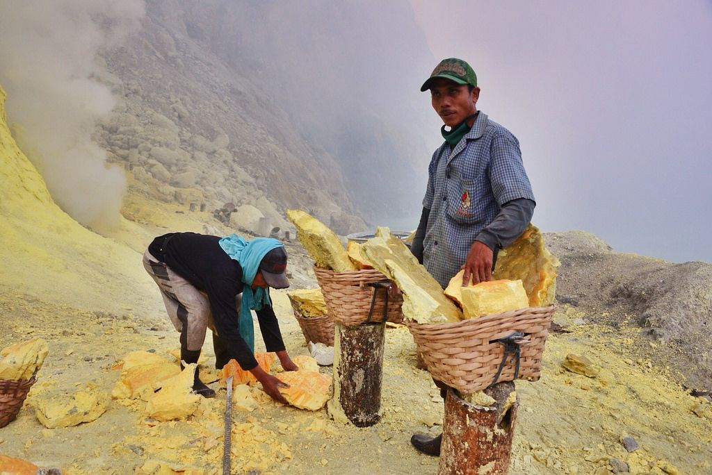 kawah ijen2 Sulfur Mine   Kawah Ijen, Indonesia