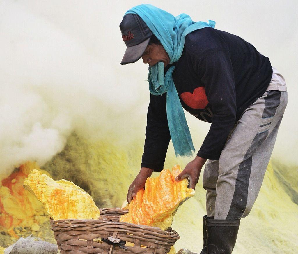 kawah ijen3 Sulfur Mine   Kawah Ijen, Indonesia