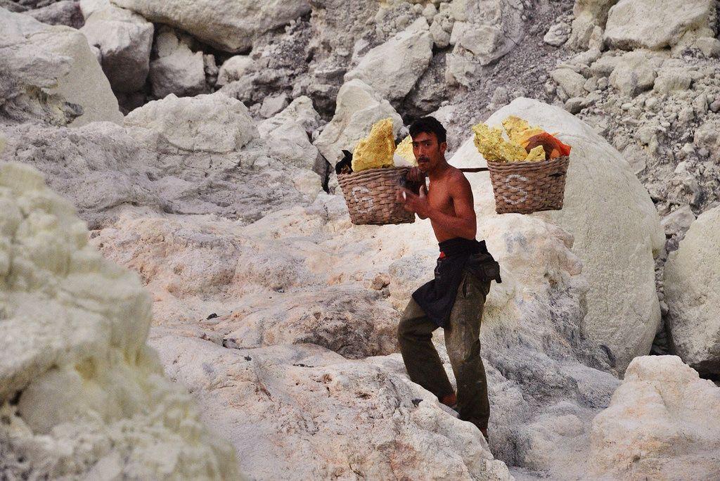 kawah ijen4 Sulfur Mine   Kawah Ijen, Indonesia