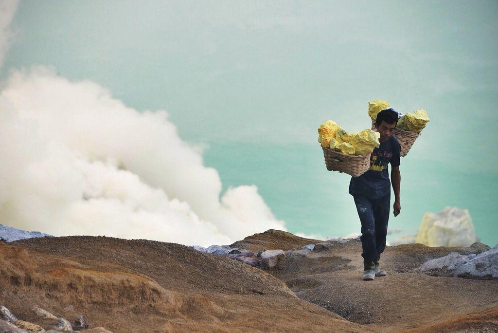 kawah ijen7 Sulfur Mine   Kawah Ijen, Indonesia