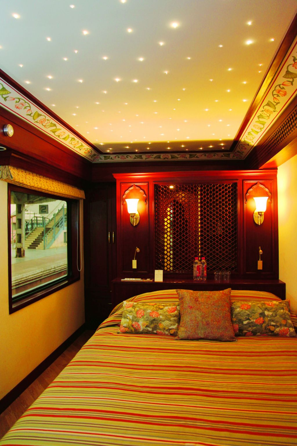 maharaja express10 Maharajas Express   One of the Most Luxurious Trains in World