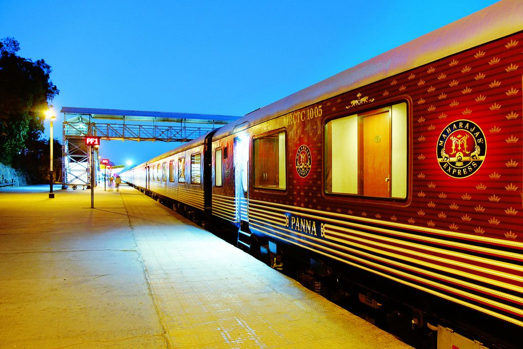 maharaja express11 Maharajas Express   One of the Most Luxurious Trains in World