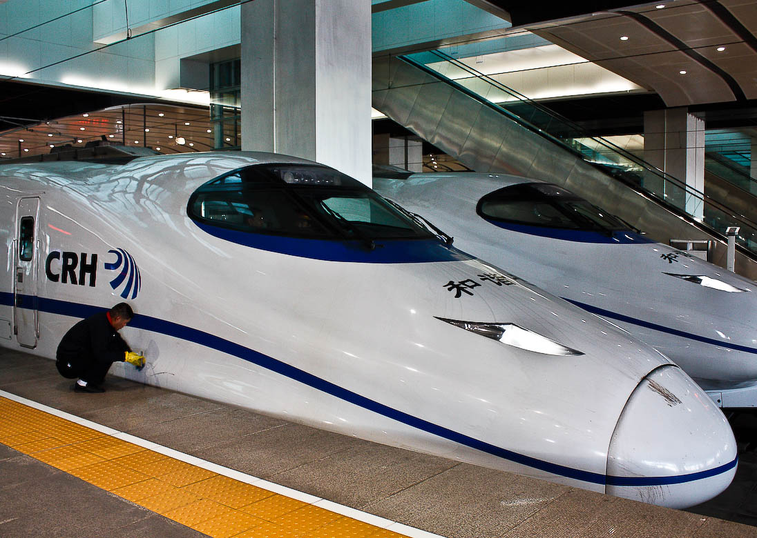 high speed trains1 The Wuhan–Guangzhou High Speed Railway in China ( 350 km/h )
