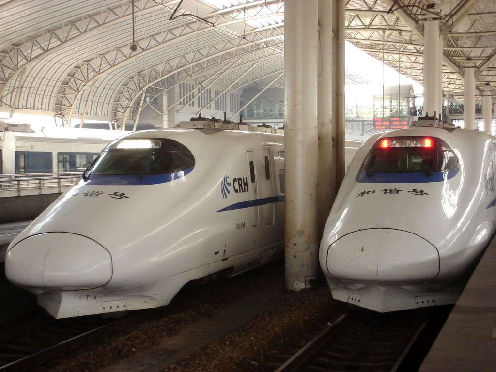high speed trains7 The Wuhan–Guangzhou High Speed Railway in China ( 350 km/h )