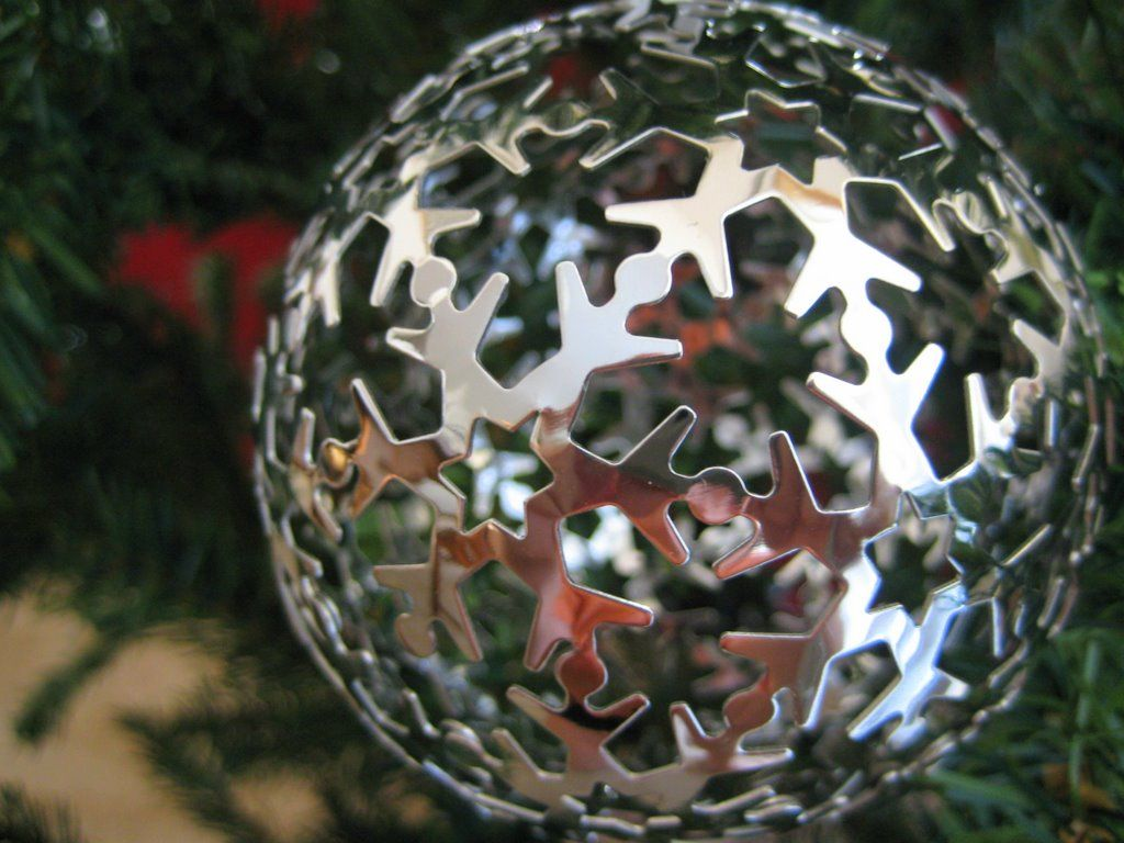christmas balls10 Christmas Balls Decorate Christmas Tree