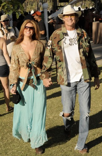 funniest celebrity candids 26 329x500 The Most Funniest Celebrity Candids Of 2009