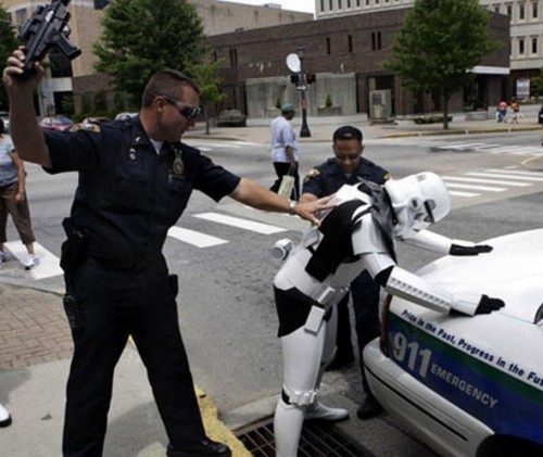 funny caught in costume 2 500x421 Funniest Costumes to Get Arrested in